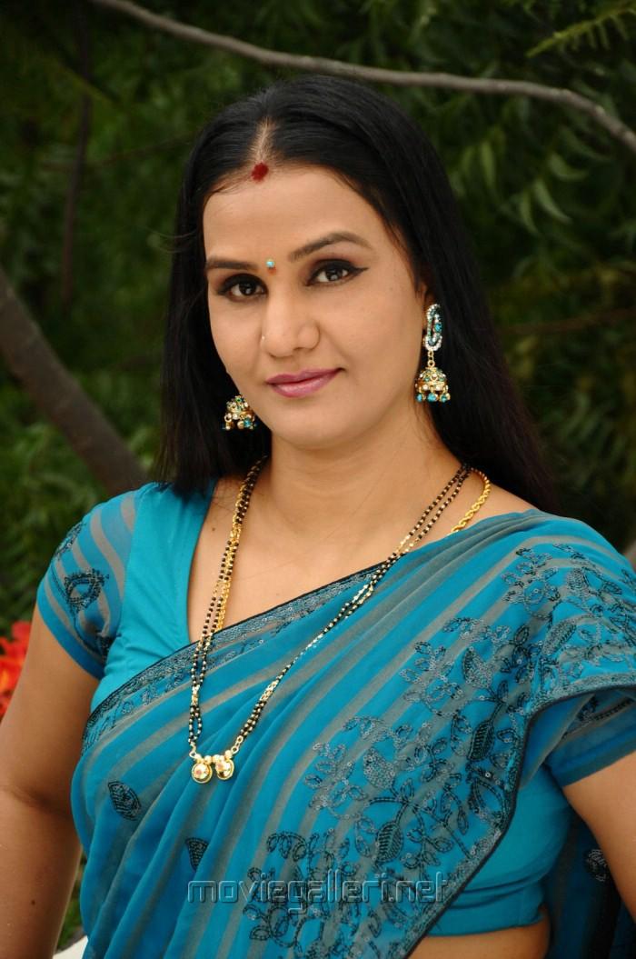 Indian girl sapna belly dance - 3 1