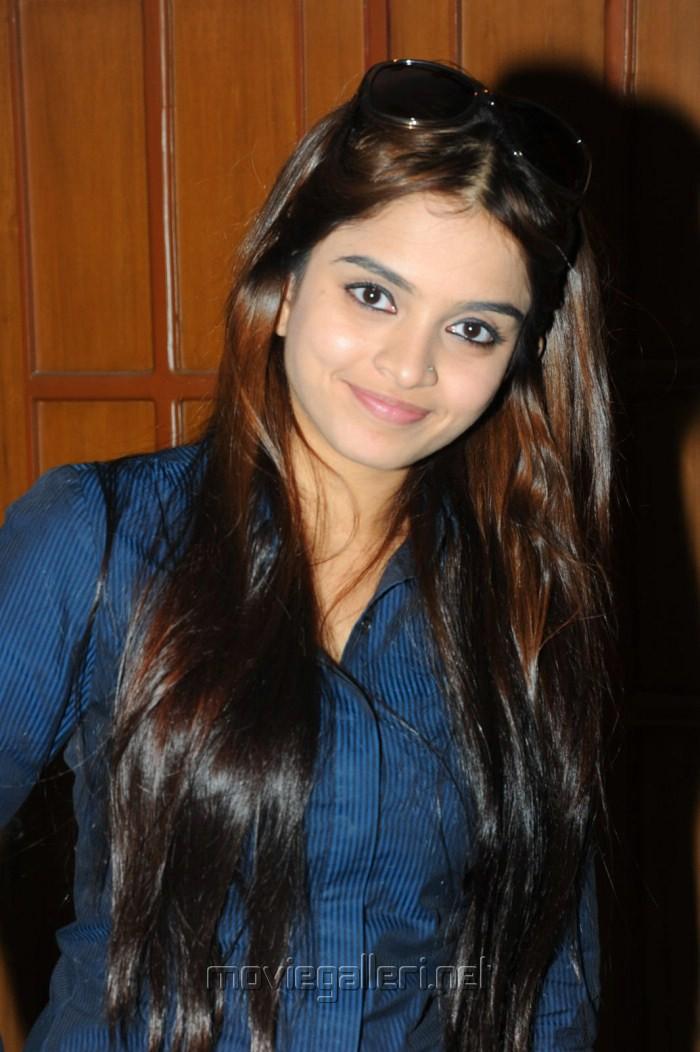 Telugu Actress Sheena Cute Stills [ Gallery View ]