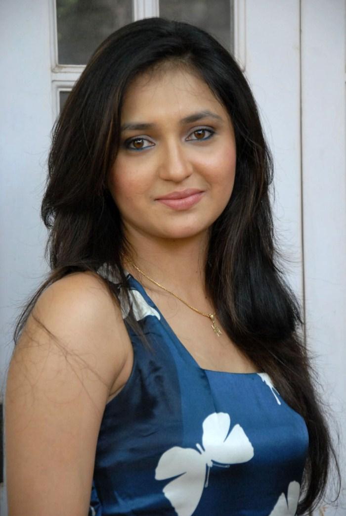Telugu TV Actress Sarayu Latest Photoshoot Gallery [ Gallery View ]