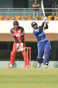 CCL 3 Telugu Warriors Vs Karnataka Bulldozers Match Photos