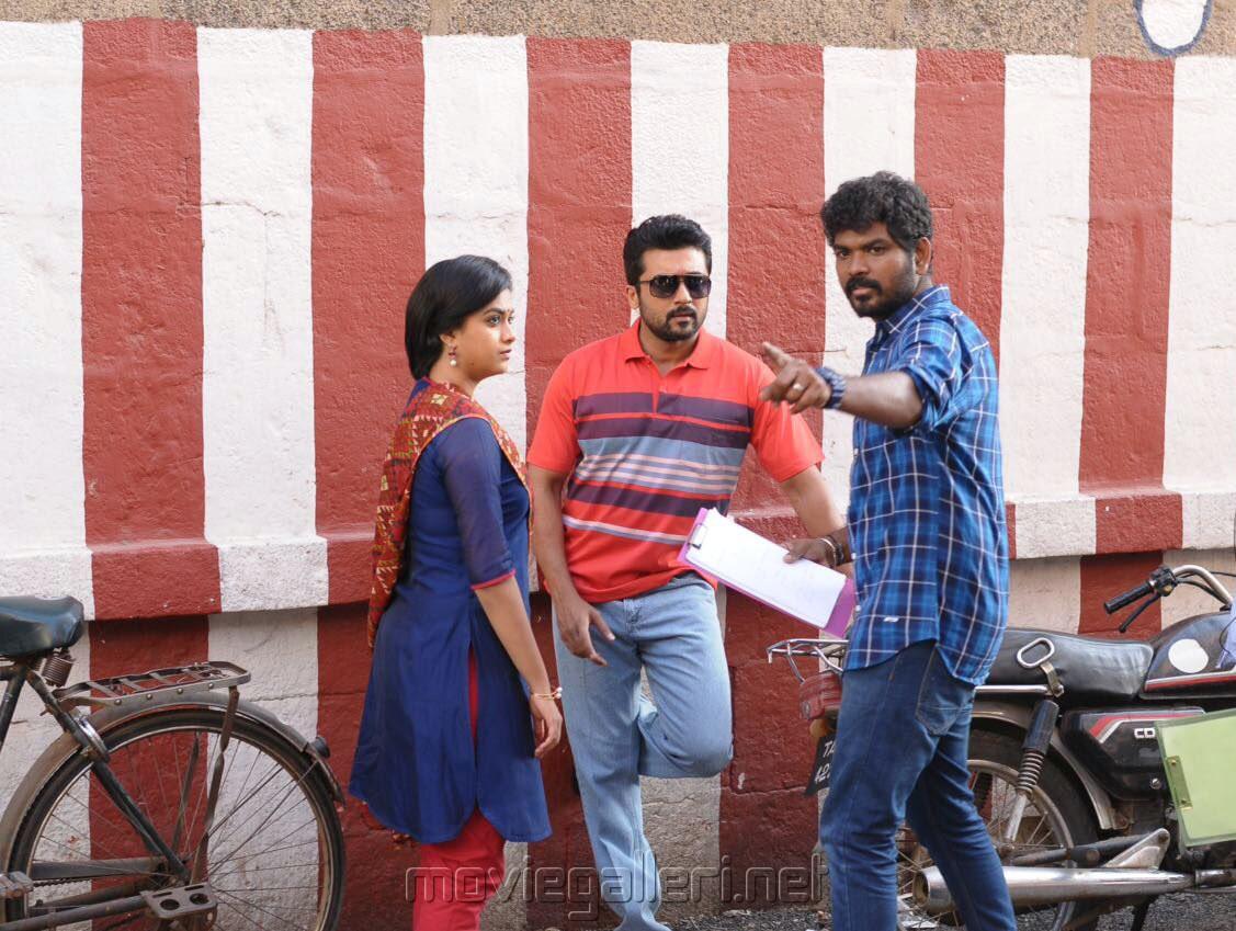 Keerthi Suresh, Suriya, Vignesh Shivan @ Thaana Serndha Koottam Movie Location Photos