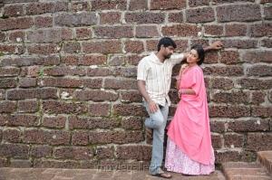 Pradeep, Payal Ghosh in Therodum Veedhiyile Movie Stills