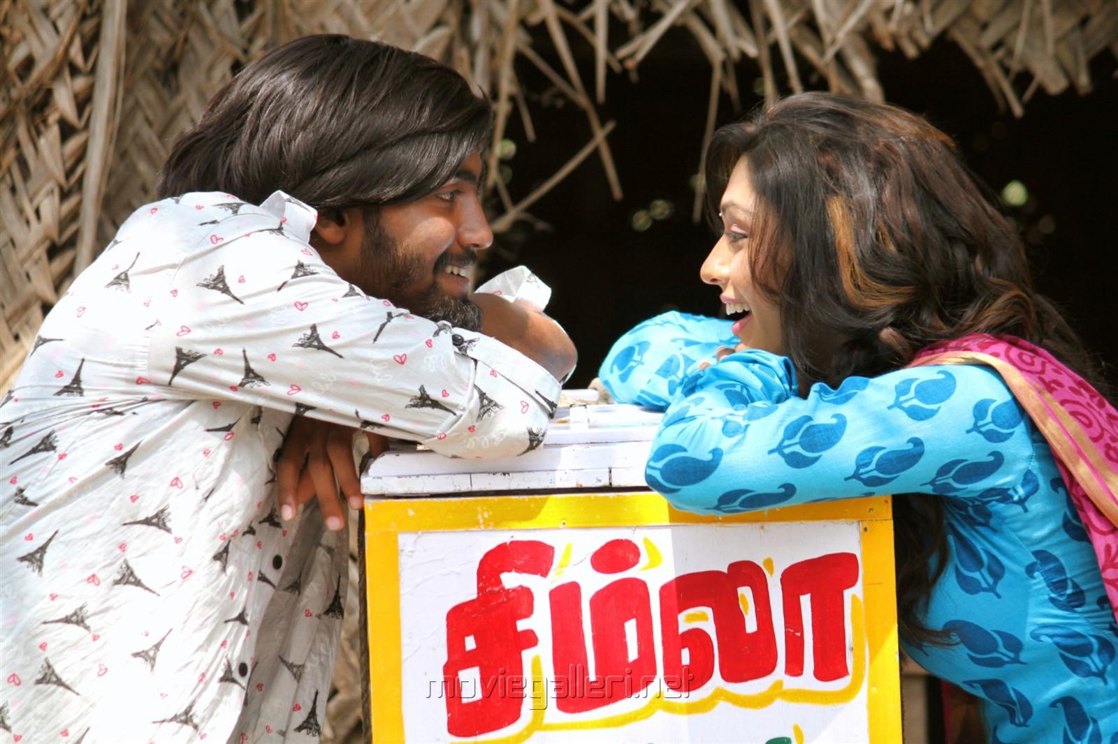 Pratheek, Akshatha in Theru Naaigal Movie Stills