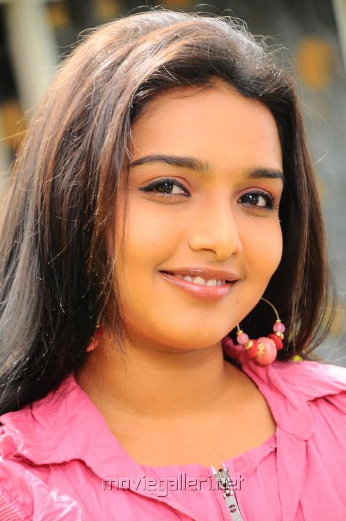 thulli_vilayadu_movie_actress_deepti_nambiar_stills_photos_gallery