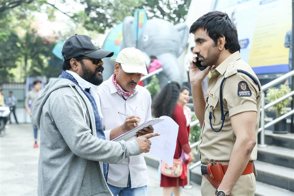Vikram Sirikonda, Ravi Teja @ Touch Chesi Chudu Movie Working Stills