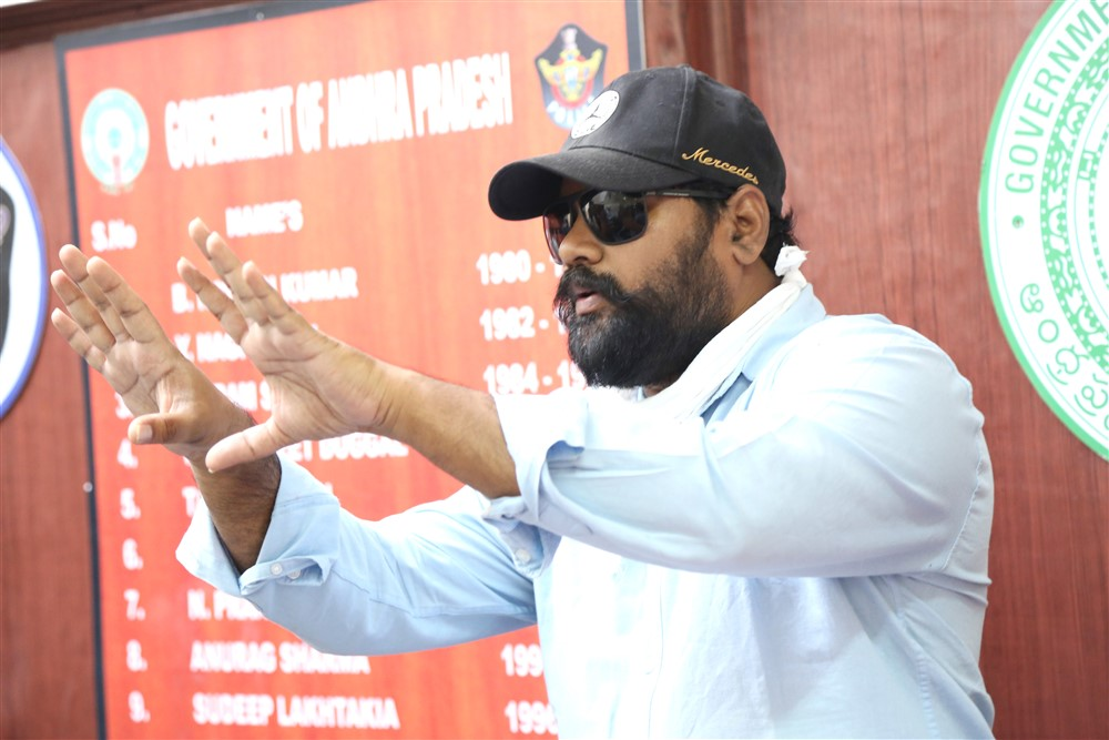 Vikram Sirikonda @ Touch Chesi Chudu Movie Working Stills