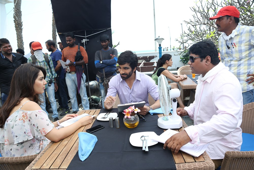 Raashi Khanna, Ravi Teja @ Touch Chesi Chudu Movie Working Stills