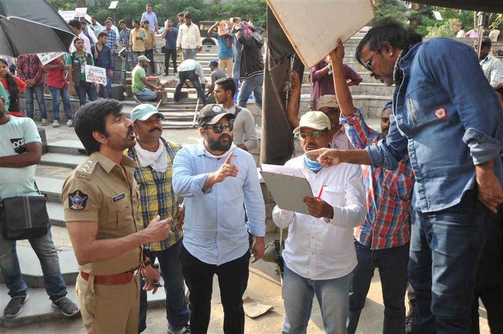 Ravi Teja, Vikram Sirikonda, Richard Prasad, Chota K Naidu @ Touch Chesi Chudu Movie Working Stills