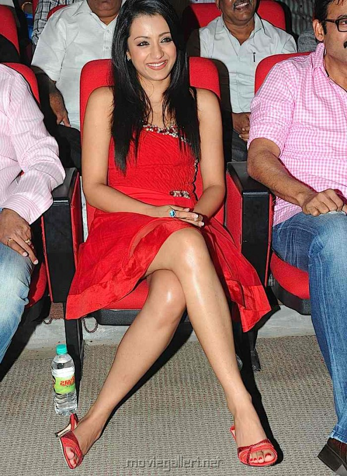 picture 120952 trisha hot pics in red skirt new movie posters