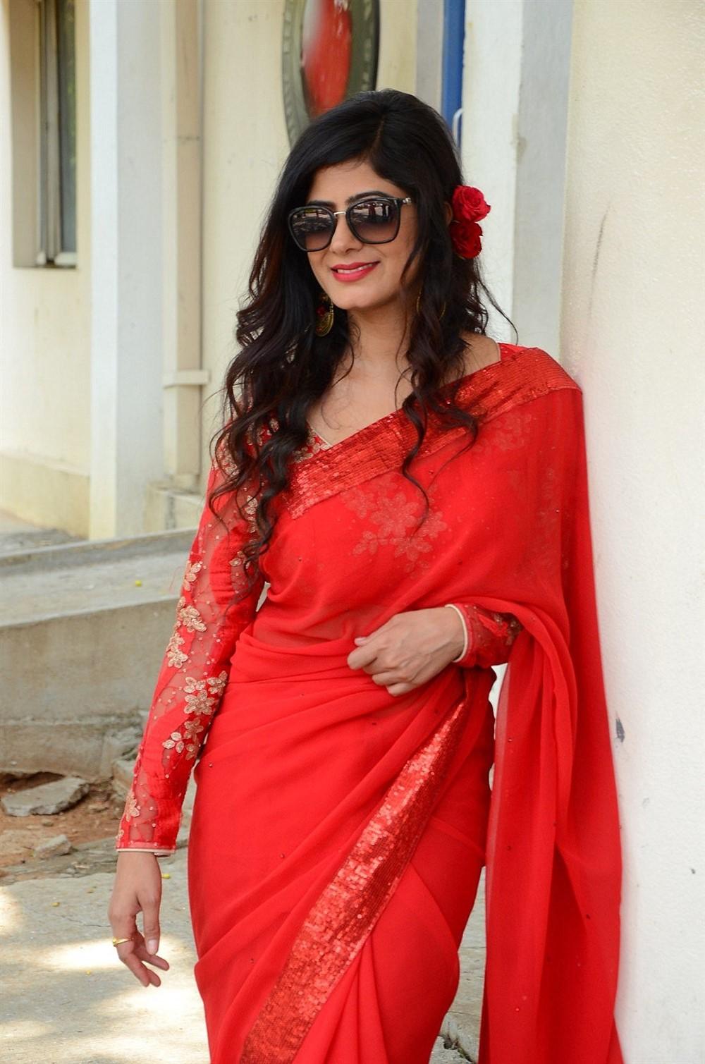 Last Seen Actress Tulika Singh Red Saree Photos