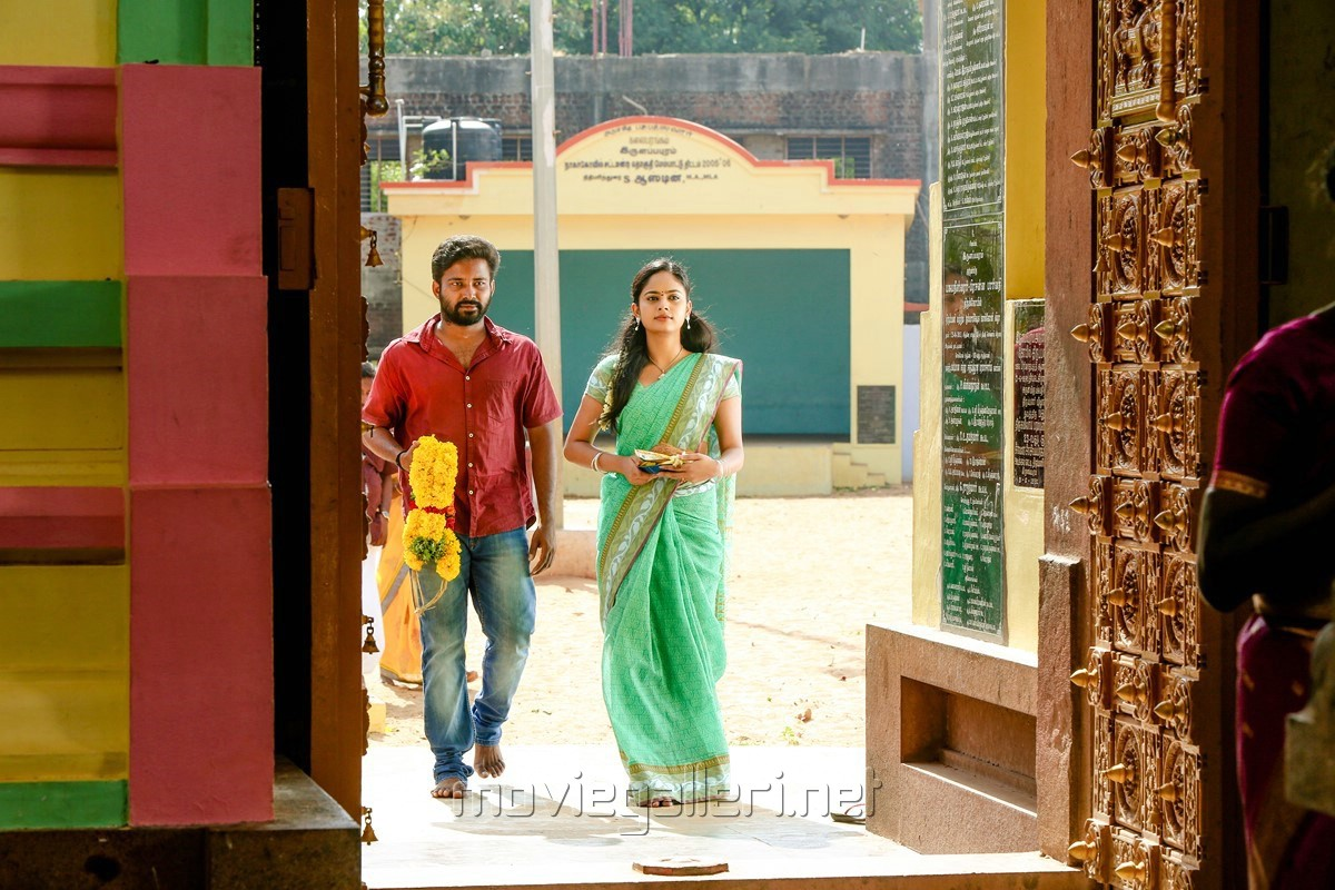 Dinesh, Nandita Swetha in Ulkuthu Movie Stills