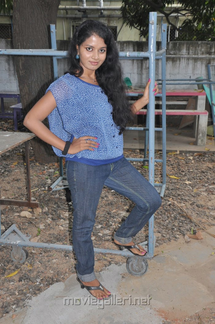 Actress Shalini at Unakku 20 Enakku 40 Movie Team Interview Stills