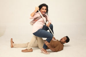 Maaya, Aari in Unnodu Ka Tamil Movie Stills