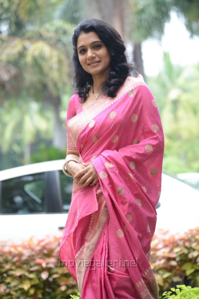 Welcome Obama Actress Urmila Beautiful Pink Saree Stills