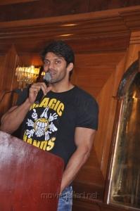 Actor Arya at Urumi Press Meet Stills