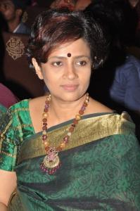 Lakshmi Ramakrishnan @ V4 Entertainers Awards 2011