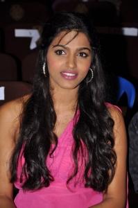 Dhanshika @ V4 Entertainers Awards 2011