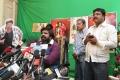 T Rajendar thanking Ilayathalapathy Vijay for Vaalu Movie Release