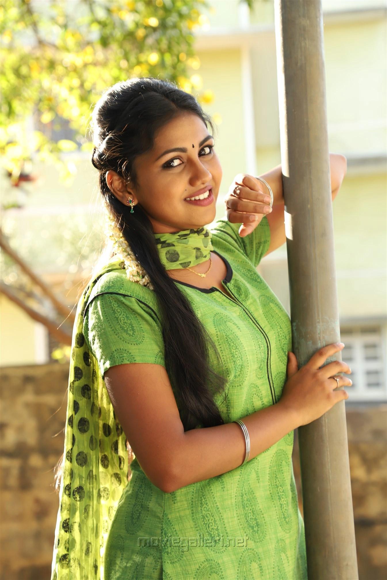 Actress Manishajith in Vakiba Vannakkili Barathi Movie Stills
