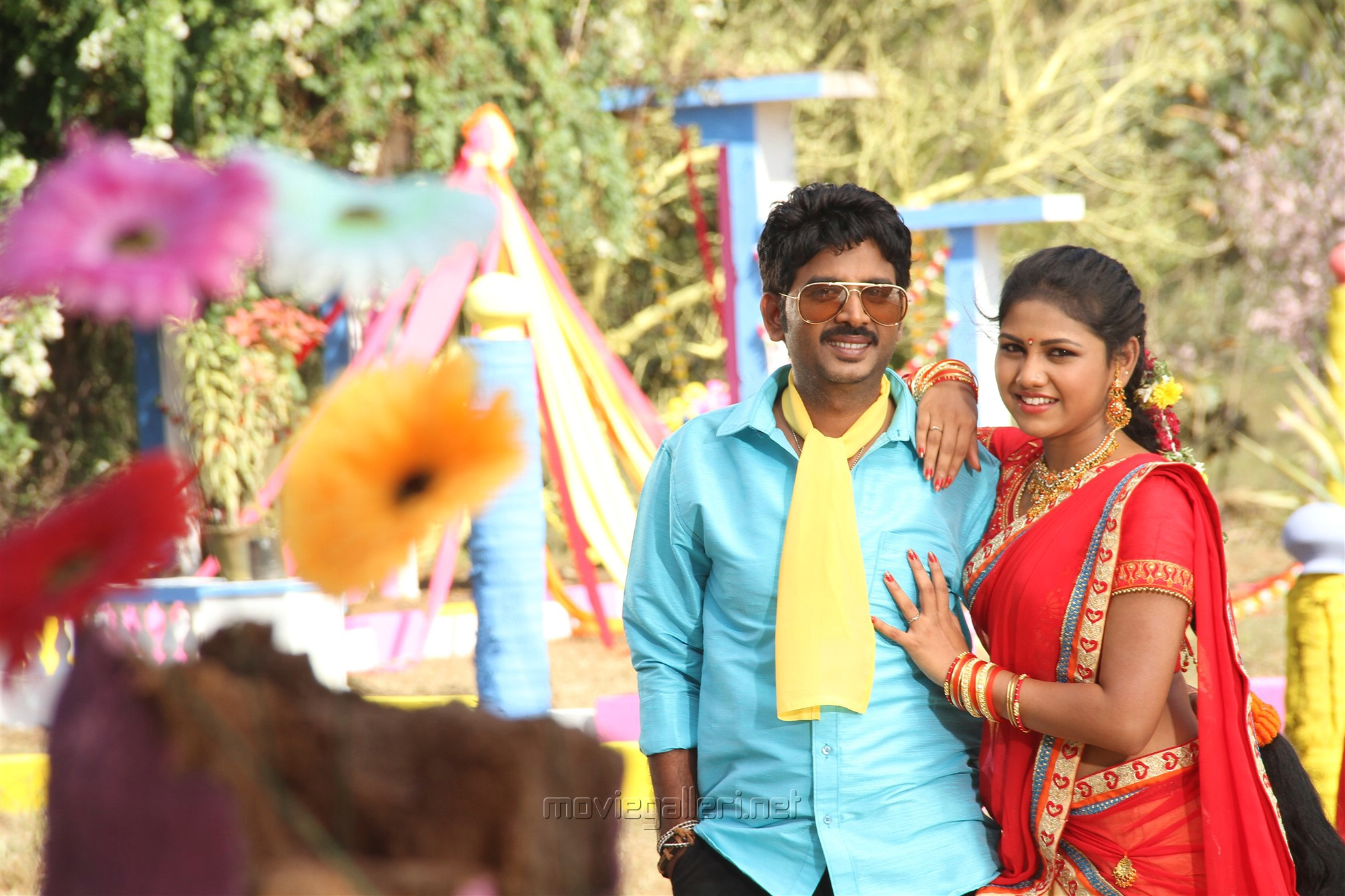 Vijay Karan, Manishajith in Vakiba Vannakili Barathi Movie Stills
