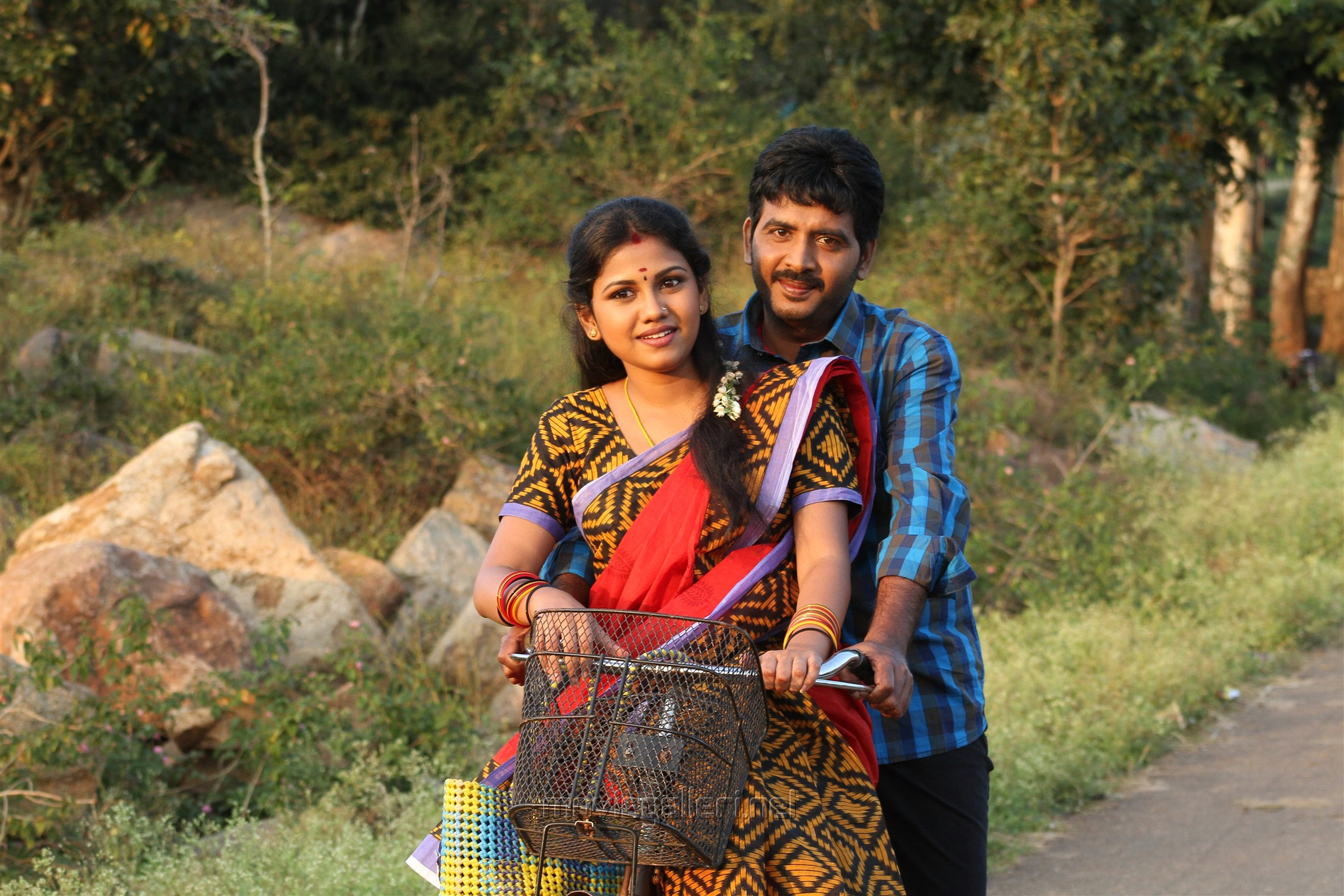 Manishajith, Vijay Karan in Vakiba Vannakili Barathi Movie Stills