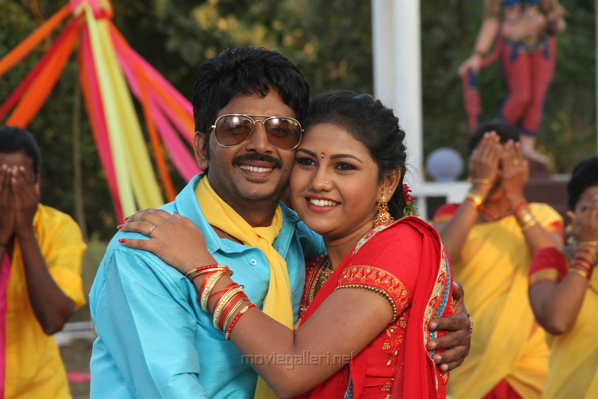 Vijay Karan, Manishajith in Vakiba Vannakili Barathi Movie Stills