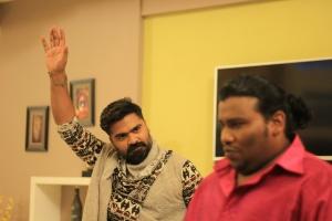 Simbu, Yogi Babu in Vantha Rajavathaan Varuven Movie Stills HD