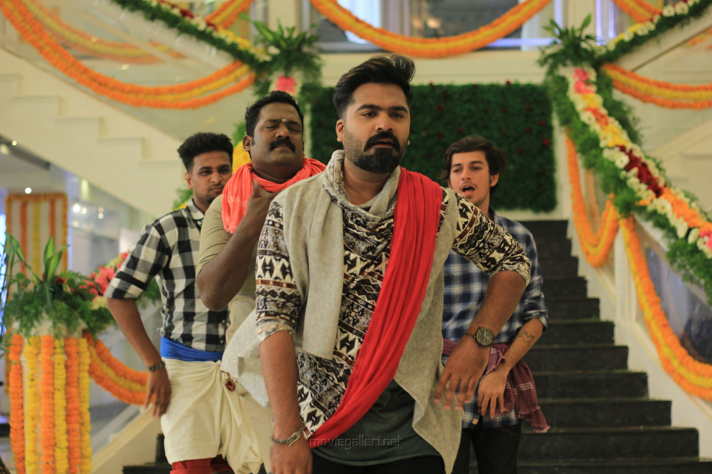 Robo Shankar, Simbu in Vantha Rajavathaan Varuven Movie Stills HD