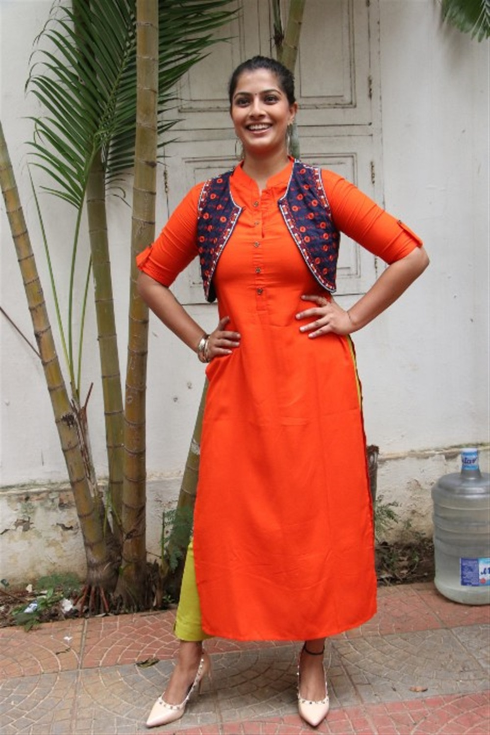 Actress Varalakshmi Sarathkumar Latest Images @ Mr Chandramouli Movie Launch