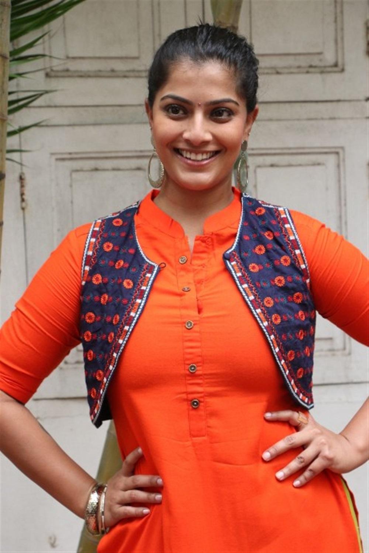 Actress Varalakshmi Sarathkumar Latest Images @ Mr Chandramouli Movie Launch