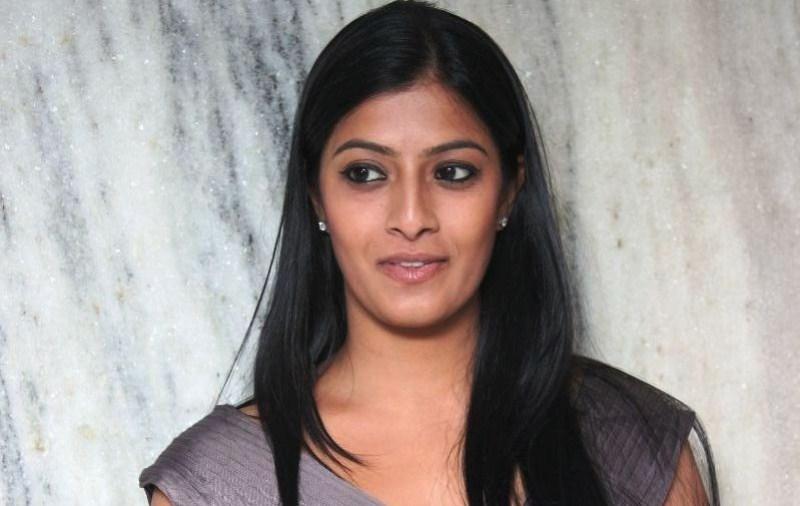 Varalakshmi Sarathkumar Hot Photos