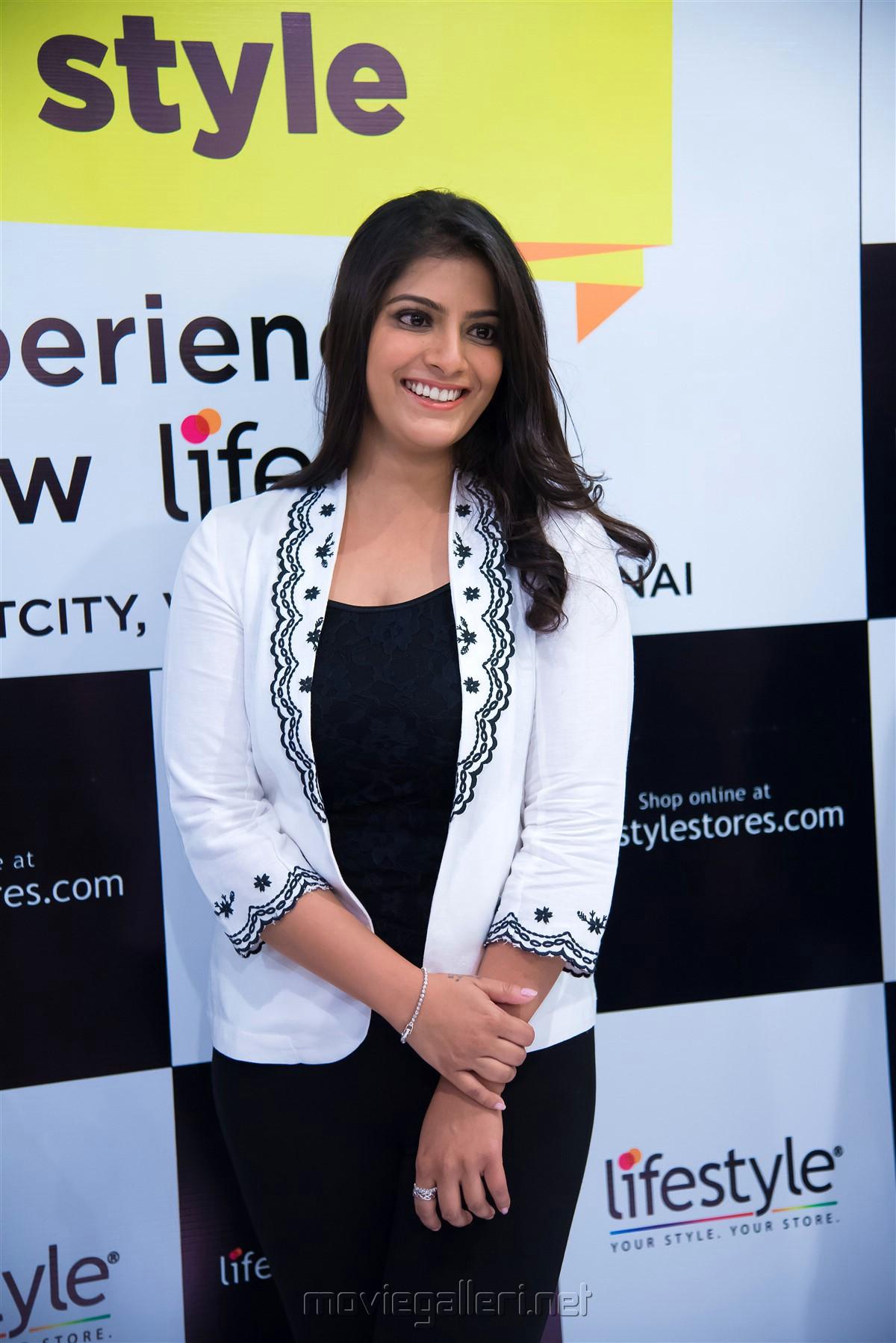Actress Varalakshmi New Photos @ Lifestyle Store Launch