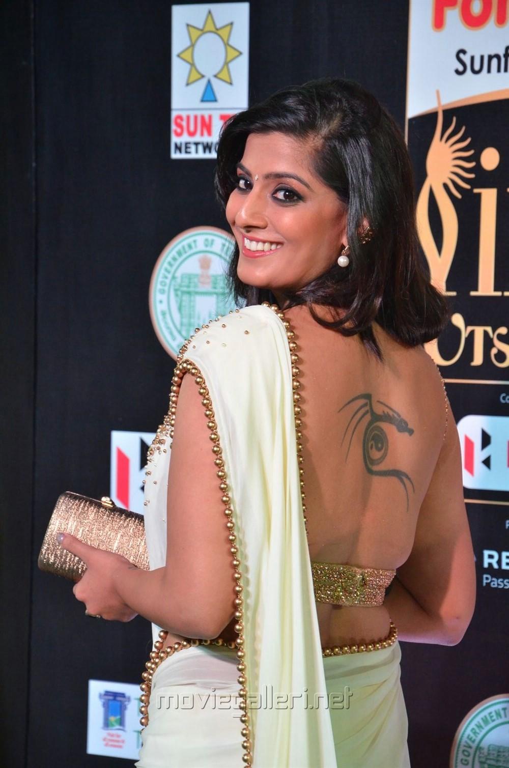Actress Varalaxmi Sarathkumar Saree Hot Photos at IIFA Utsavam 2017