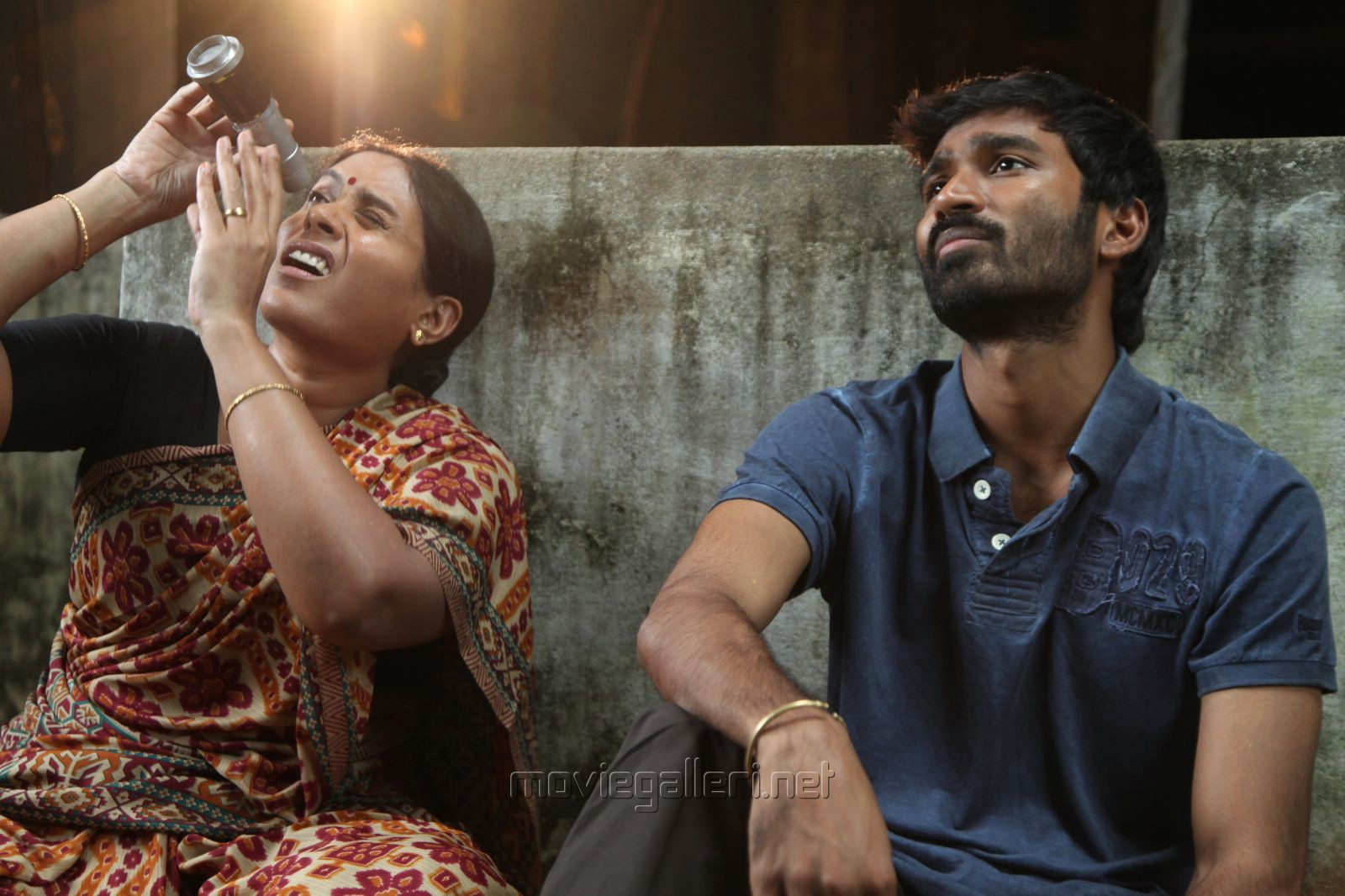 Movie review velai illa pattadhari aka vip tamil ip 39 s for Terrace meaning in tamil