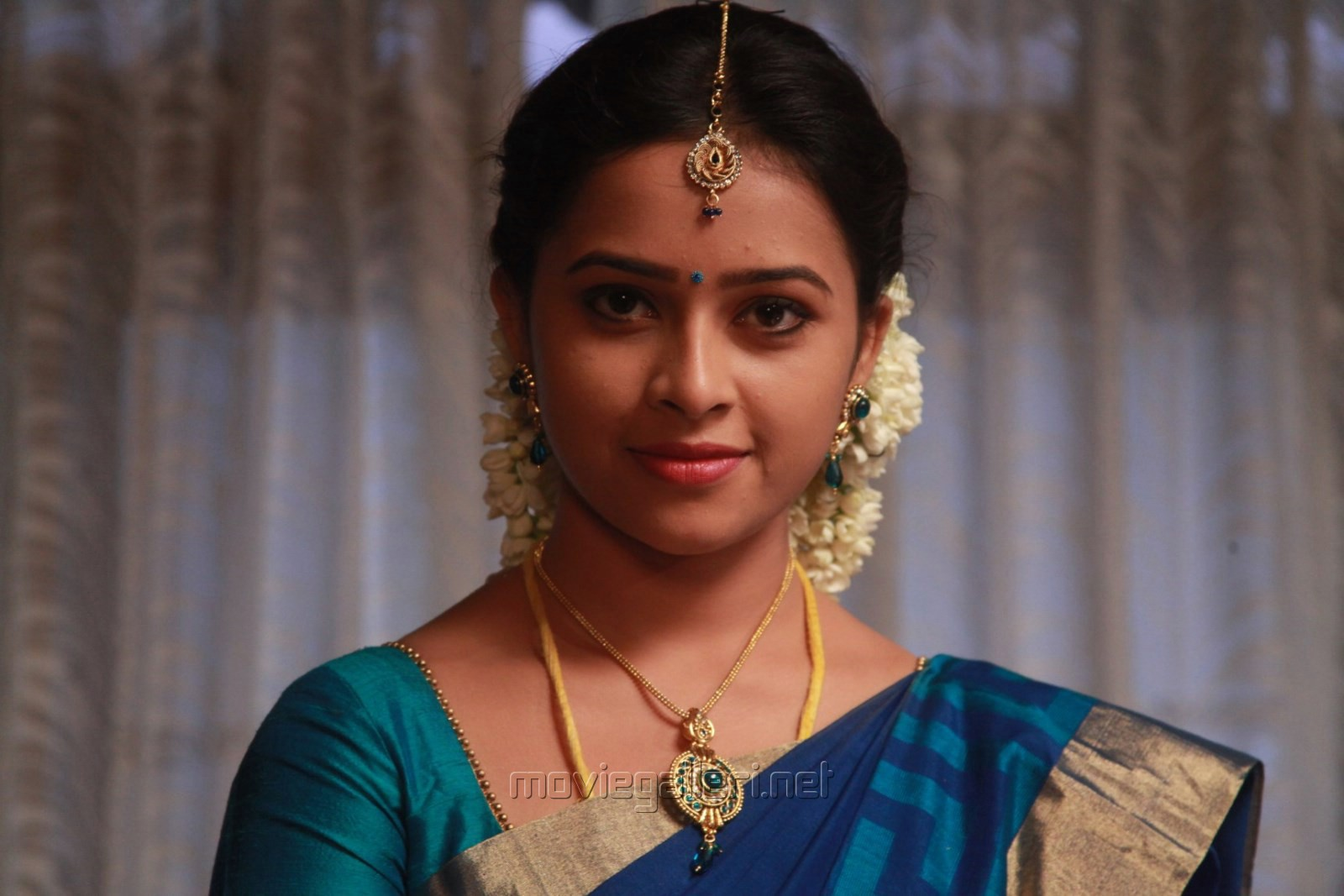 picture 762583 actress sri divya in vellaikara durai