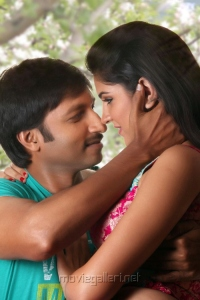 Gopichand, Deeksha Seth in Vengai Puli Tamil Movie Stills