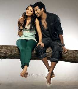 Vishal Krishna, Trisha Krishnan in Vetadu Ventadu Movie Photo Shoot Stills