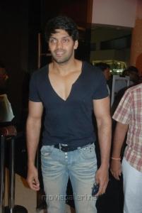 Actor Arya @ Vettai Premiere Show Stills