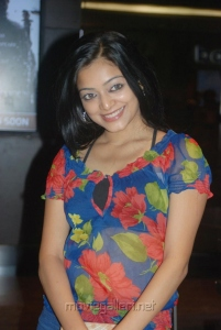 Janani Iyer @ Vettai Premiere Show Pictures