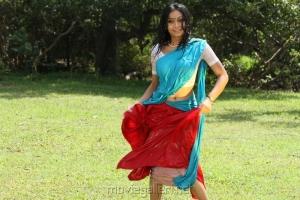 Udhayathara Hot Photos in Vettaiyaadu Movie