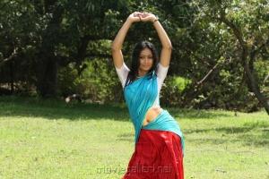 Udhayatara Hot Photos in Vettaiyaadu Movie