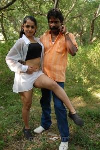 Vidiyal Raju Maana hot in Vettaiyadu Movie Stills