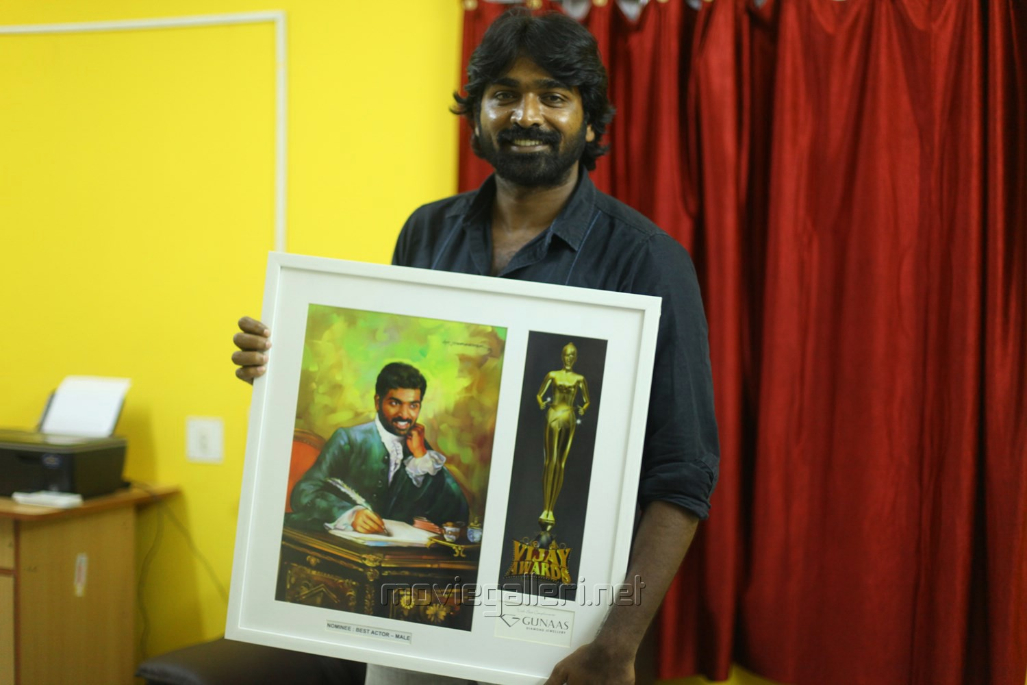 Vijay Sethupathi at Vijay Awards Nominees 2013 Painting Invitation Photos