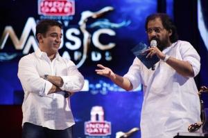Kamal gives Evergreen Voice Award to Dr. K.J.Yesudas at Vijay Music Awards