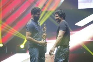 Prabhu Deva, Chiyaan Vikram at Vijay Awards 2012 Stills