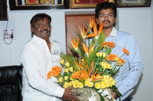 Ilayathalapathy Vijay Congratulated Vijayakanth Pictures Images