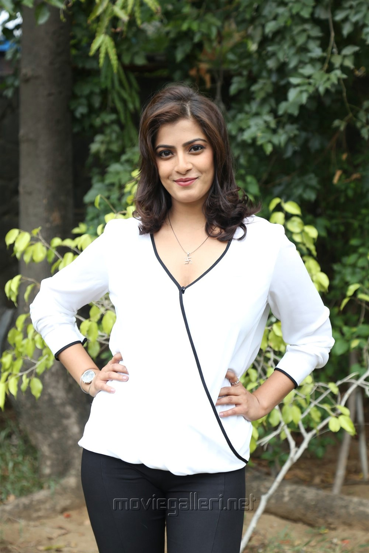 Actress Varalaxmi @ Vikram Vedha Press Meet Stills