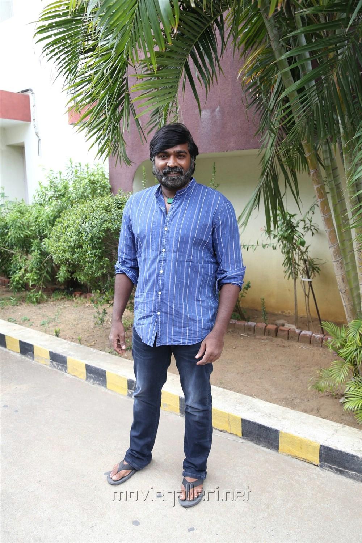Actor Vijay Sethupathi @ Vikram Vedha Press Meet Stills