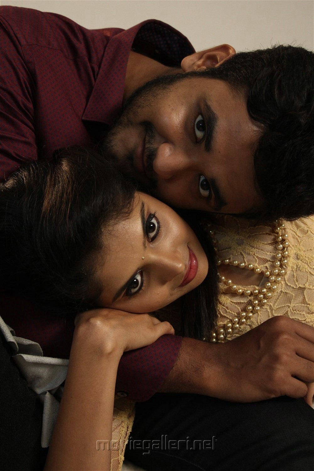Yuvan, Shravya in Vilayattu Aarambam Movie Stills