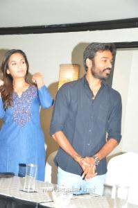 Soundarya Rajinikanth, Dhanush @ VIP 2 Movie Success Meet Stills